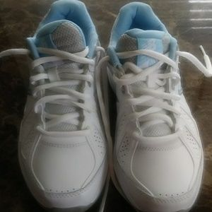 New Balnce tennis shoes